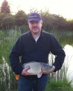 200 lbs man (you wish!) overcomes 7lb fish